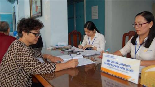 Lao động nữ nghỉ hưu năm 2021 được tính lương thế nào?